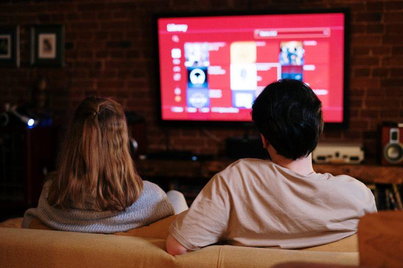 oglądanie telewizora